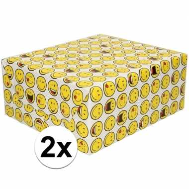 2x inpakpapier/cadeaupapier wit met emoticons 200 x 70 cm