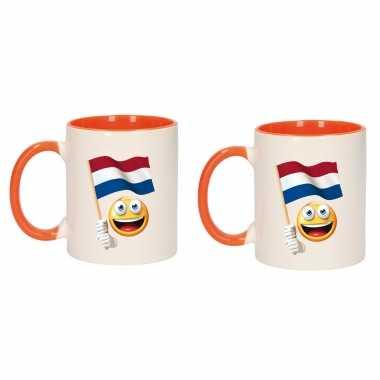 2x stuks emoticon vlag nederland mok beker oranje wit 300 ml