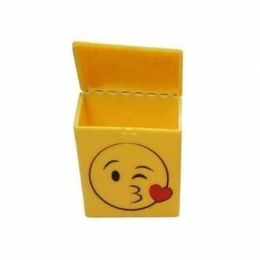 Geel sigarettendoosje kussende emoticon