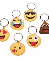 Pluche emoticon in love sleutelhanger