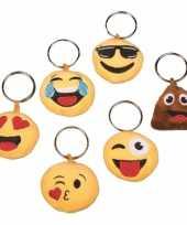 Pluche kussende emoticon sleutelhanger